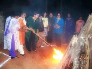 Mrs Bedi lighting the camp fire at our NWWA, Kochi picnic at Eizhimala, Kerala.
